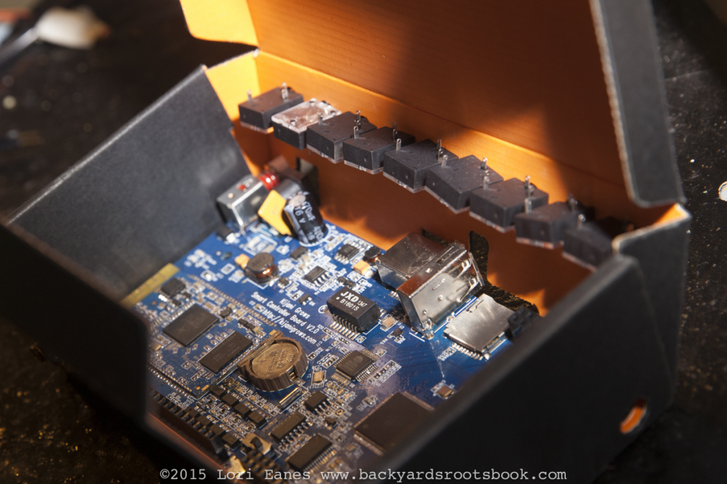 A circuit board that uses a cardboard case to make it more environmentally friendly.